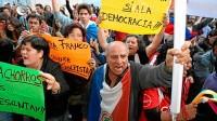 Paraguayos rechazan que Gobierno quiera cambiar libros por armas